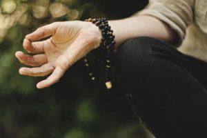 『瞑想に集中できない』という人へ 住職から学んだ瞑想のコツを紹介